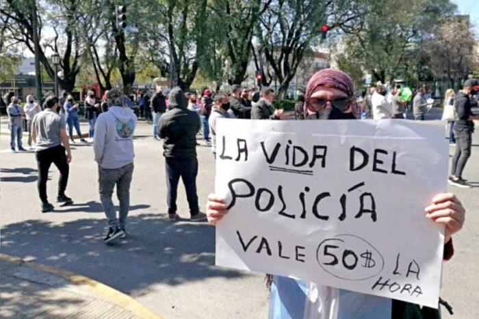 """La Policía bonaerense realizó  """"una retención de tareas"""" para reclamar mejoras salariales"""