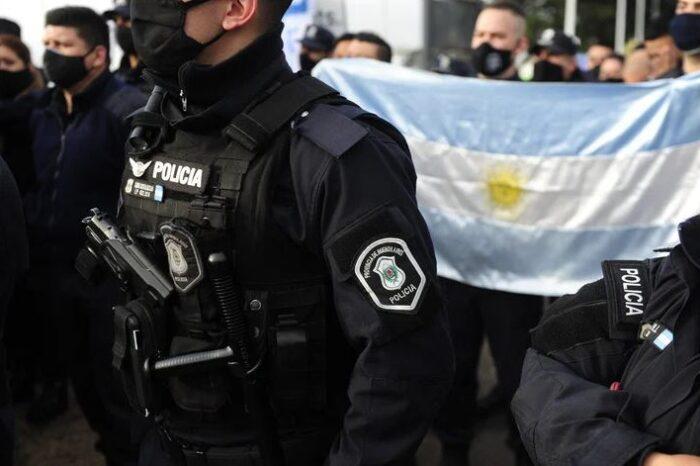 Anuncian que el nuevo salario mínimo de la Policía Bonaerense será de $44.000