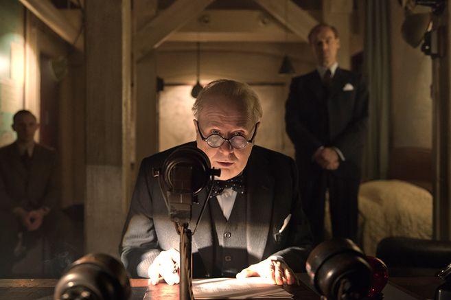 """Para ver en casa: """"Las horas más oscuras"""", un premiado drama bélico con la sobresaliente actuación de Gary Oldman"""
