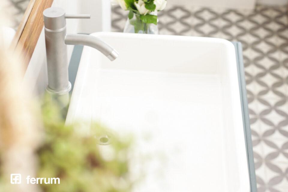 Capacitaciones gratuitas de Ferrum: aprendé tendencias en bachas, lavatorios, armado de baño y líneas de colgar
