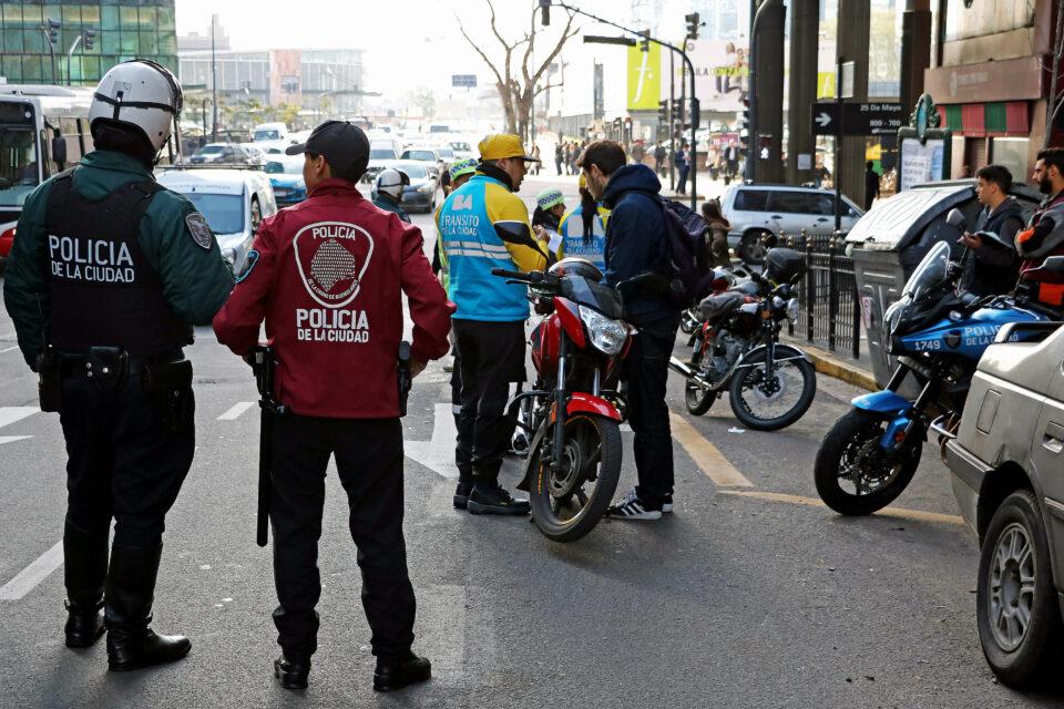 Nueva modalidad de robo de autos en Caballito: inhiben las alarmas y los desvalijan
