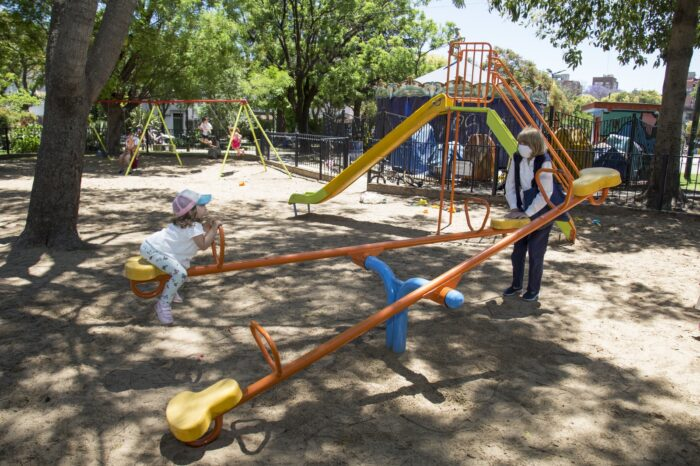 Habilitan en San Isidro espacios de juegos y aparatos de actividad física