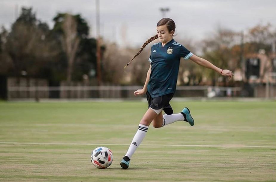 Zoe Puente: la pequeña futbolista solidaria de San Isidro