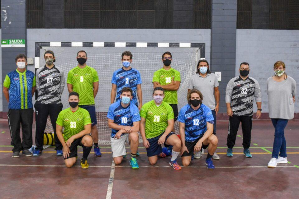 El Municipio de San Fernando entregó camisetas oficiales que vestirán los equipos federados de handball