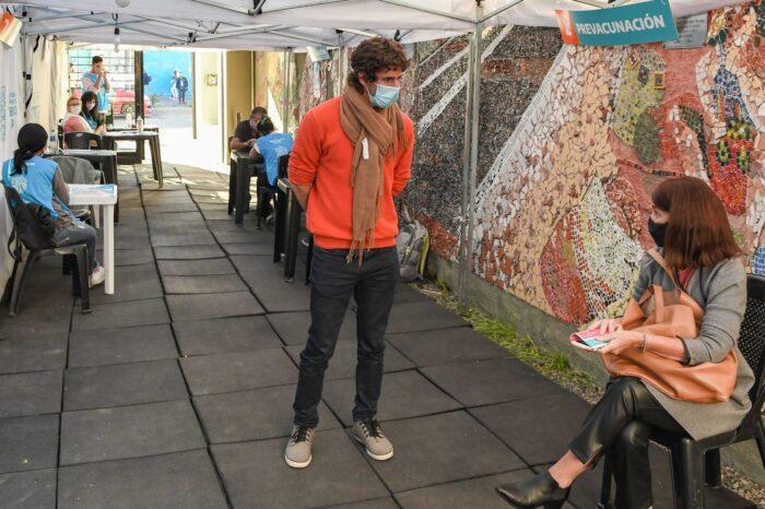 El Intendente de San Fernando, Juan Andreotti, visitó el vacunatorio del Centro Universitario Municipal