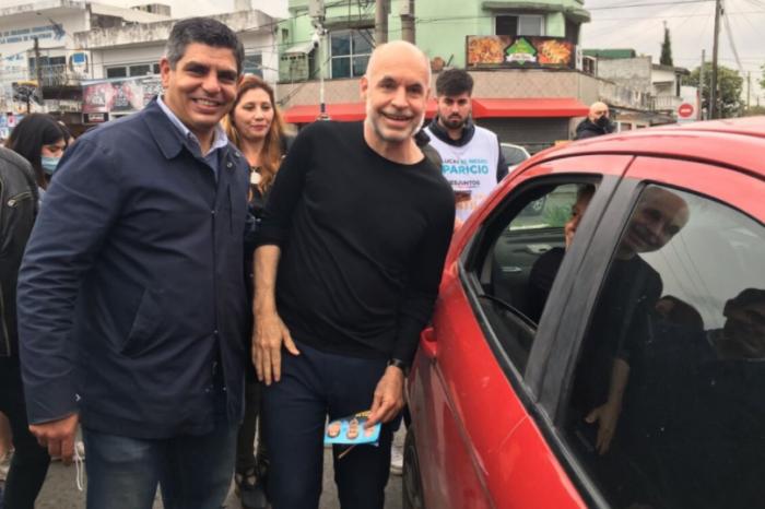 De campaña en el conurbano, Larreta se animó a tocar el bombo junto a militantes y vecinos