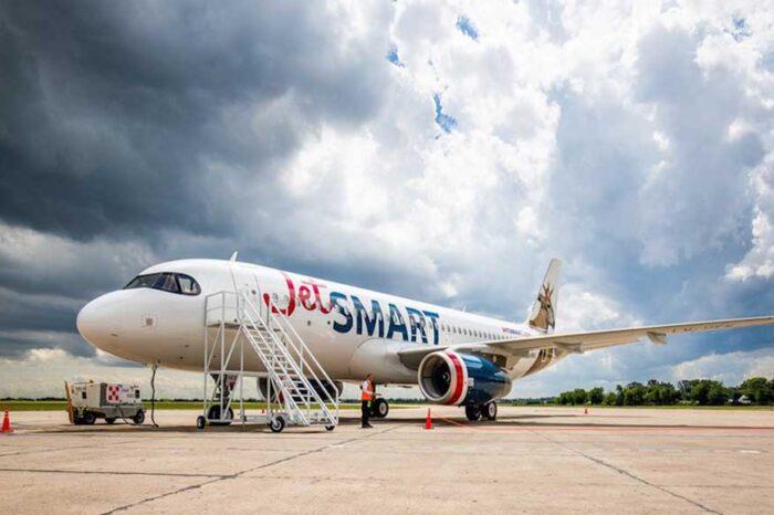 JetSMART anunció dos nuevas rutas mientras aguarda definiciones sobre el Aeropuerto de El Palomar