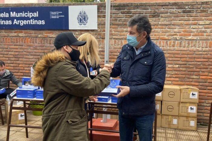Entregan tablets para el secundario de la Escuela Malvinas Argentinas en San Isidro