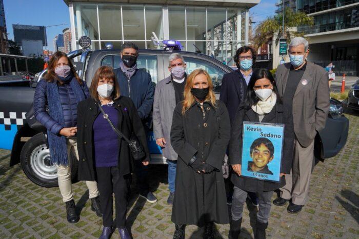 Jorge Macri junto a familiares de víctimas visitaron un destacamento de seguridad