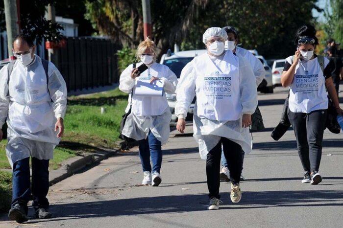 El Gobierno bonaerense afirmó que los contagios cayeron por quinta semana, pero alerta por suba