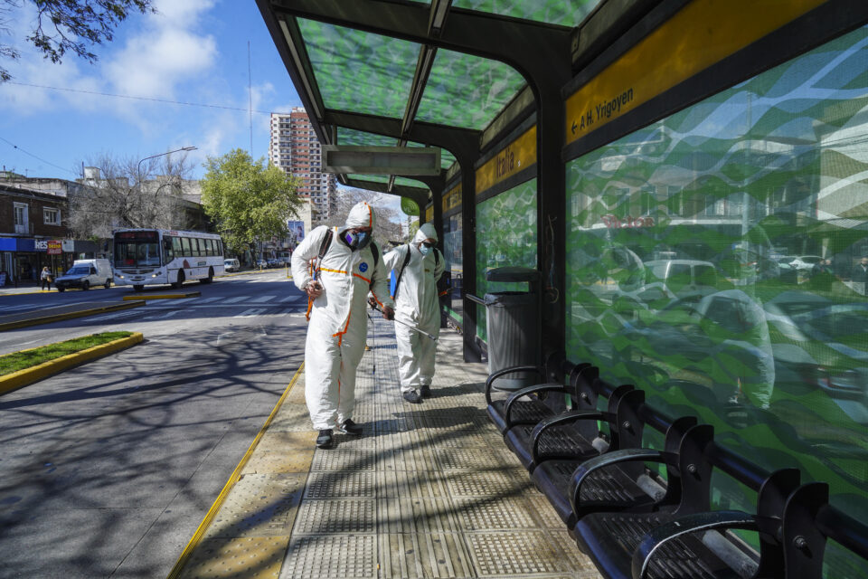 Operativo de desinfección en estaciones de Metrobús