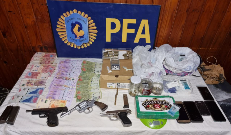 La Policía Federal Argentina detuvo a dos personas acusadas de narcomenudeo
